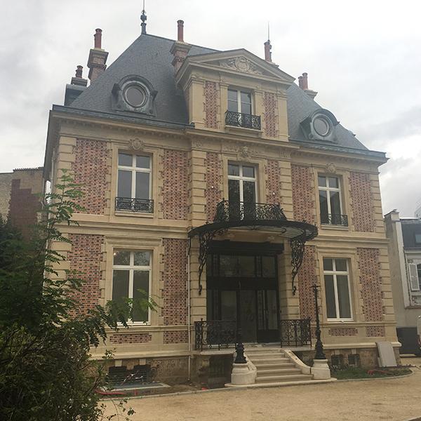 façade maison avec perron