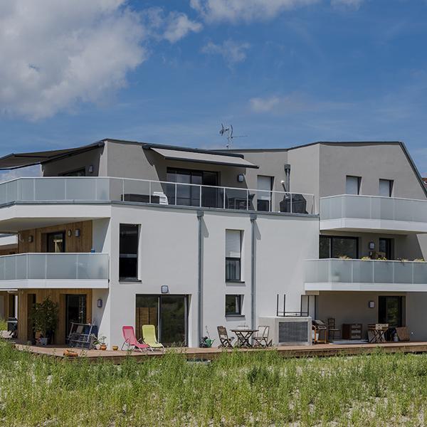 façade avec balcons